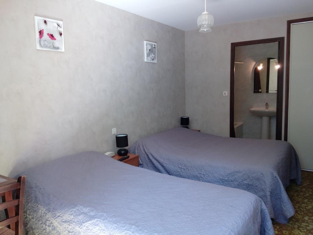 relais de fr jeroques chambre lits jumeaux. Black Bedroom Furniture Sets. Home Design Ideas