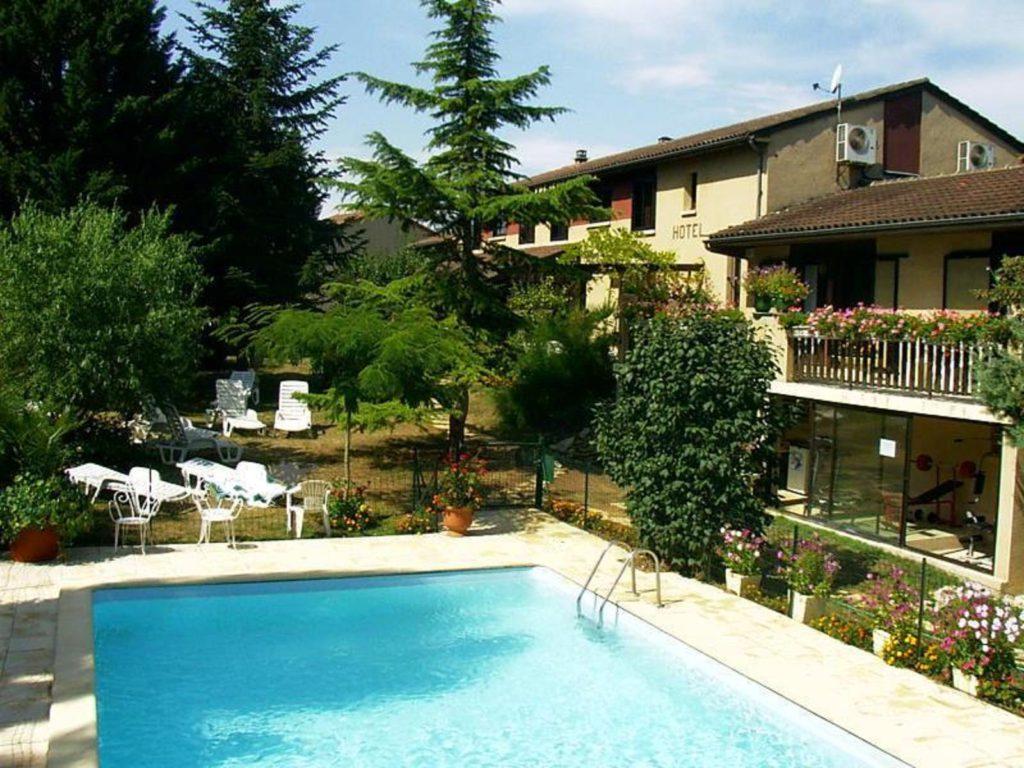 hotel frejeroques vue sur la piscine
